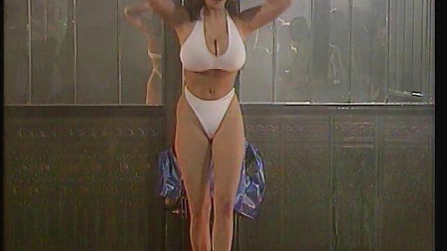 油を塗った金髪の大きなお尻のコック 動画 セックス 女性